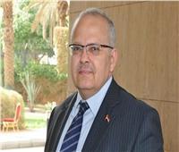 فيديو| لفتة إنسانية من رئيس جامعة القاهرة تجاه أحد العمال أصيب بكورونا
