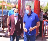 «الخطيب» يتفقد فرع الأهلي بالشيخ زايد ويطمئن على الإجراءات الإحترازية