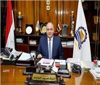 محافظ قنا يطمئن على الطالبات المصابات في حادث سير بنقادة