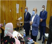 رئيس جامعة المنيا يتفقد امتحانات الفرق النهائية بـ«طب الأسنان»