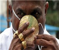 فيديو  رجل هندي يشتري كمامة ذهبية للوقاية من كورونا