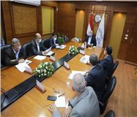 «الوزير» يتابع مشروعات تطوير محطات ومزلقانات السكك الحديدية