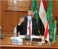رئيس جامعة المنوفية يتابع أعمال لجنة إدارة ومواجهة أزمة فيروس كورونا المستجد