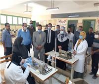 محافظ شمال سيناء يتابع أعمال خط إنتاج الكمامات بالعريش