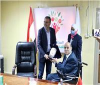 المجلس القومي للإعاقة يُكرم الإعلامي عمرو الليثي