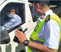 اتخاذ الإجراءات القانونية قِبل 2233 سائق لعدم الالتزام بارتداء الكمامات