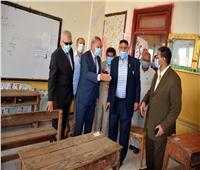 محافظ القليوبية يتفقد لجان امتحانات الثانوية العامة بمدارس قرية بتمدة في بنها