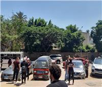 صور| الأهالي تنتظر خارج أسوار اللجان للاطمئنان على ذويهم في امتحانات الثانوية العامة