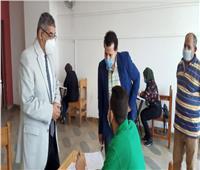 نائب رئيس جامعة بنها يتفقد امتحانات الفرق النهائية بكلية الفنون التطبيقية