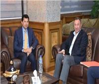 رسميًا.. الأهلي يطلب من وزير الرياضة إزالة لافتات «نادي القرن» من محيط الزمالك