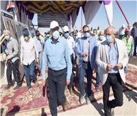 رئيس الوزراء يزور أسوان.. ويتفقد محور كلابشة وأعمال ازدواج طريق القاهرة