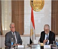 محافظ جنوب سيناء يناقش سبل تطوير التعليم بالمحافظة