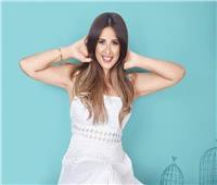 ياسمين عبد العزيز تطل بالأبيض على جمهورها.. والعوضي: «بحبك»