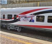 تزينها صورة السيسي والوزير.. عربات القطارات الروسية تستقر بالمحطات