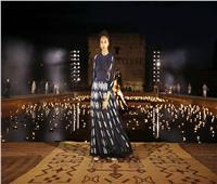 أول عرض أزياء في زمن كورونا بإيطاليا.. لا عناق ولا قبلات مع الحفاظ على الكمامة والتباعد