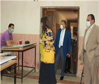 نائب رئيس جامعة بنها تتابع سير الامتحانات بكلية الهندسة بشبرا