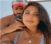 فيديو| ياسمين عبد العزيز مع زوجها على الشاطئ.. والعوضي يرد: «بتغفليني»