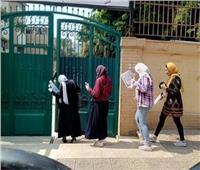 طلاب مدرسة جمال عبد الناصر أمام اللجان لاداء امتحان الجيولوجيا وعلم نفس والتفاضل والتكامل