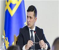 رئيس أوكرانيا يستجيب لمختطف الرهائن ويطالب المواطنين بمشاهدة فيلم «أبناء الأرض»