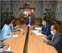 أشرف صبحي يلتقى بمجموعة من الكيانات الشبابية
