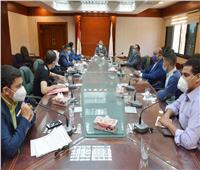 محافظ سوهاج يبحث مع أعضاء اتحاد الشباب مشاكل المحافظة