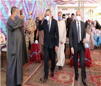 محافظ سوهاج يؤدي واجب العزاء لأسر الشهداء محمد شافع وعبد الرحمن جمال