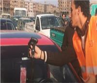 وحدات المرور تواصل إستقبال المواطنين لتركيب الملصق الإلكترونى