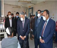 محافظ المنيا يطمئن على مصابي حادث انقلاب سيارة ويوجه بصرف إعانة عاجلة