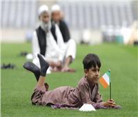 بالفيديو  مسلمو أيرلندا يؤدون صلاة العيد داخل ستاد كرة قدم