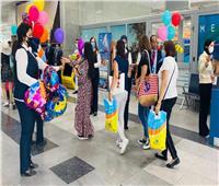بالصور| مطار الغردقة يستقبل الركاب بالحلوى والبلالين احتفالا بالعيد