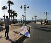 صور| إزالة اللافتات المخالفة لمرشحي مجلس الشيوخ في الإسكندرية