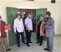 صور.. رئيس جامعة قناة السويس تتابع تطوير أقسام المستشفى