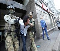 شاهد.. لحظة القبض على رجل هدد بتفجير مصرف في أوكرانيا