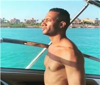 فيديو  محمد رمضان يُغني في البحر: «أنا ميجا ستار»