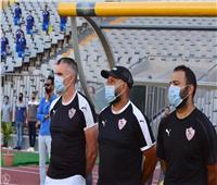 كارتيرون يعقد جلسة فنية مع لاعبي الزمالك استعدادا لمواجهة المصري