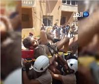 شاهد| فرحة اللبنانيين بإنقاذ شاب من تحت الأنقاض