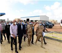 رئيس الوزراء يتفقد الأعمال الإنشائية للصالة المغطاة ببرج العرب الجديدة