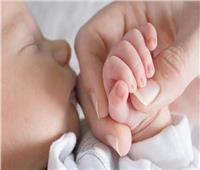 للأمهات الجدد.. فائدة «التحنيك بالتمر» لرضيعك