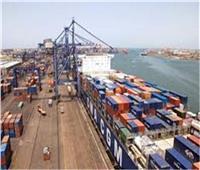 نشاط بحركة السفن والشاحنات بميناء الإسكندرية