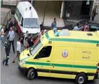 6 مصابين في تصادم سيارة بالحواجز الخرسانية بالبحيرة