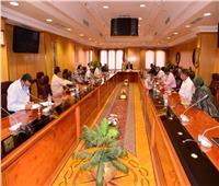 محافظ أسيوط يجتمع برؤساء المراكز والمدن لمتابعة العمل بمنظومتي التصالح والتقنين