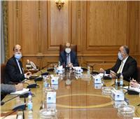 وزير الدولة للإنتاج الحربي يلتقي بعدد من رؤساء شركات الإنتاج