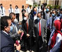 وزير التعليم العالي يتفقد مكتب التنسيق المركزى بجامعة عين شمس