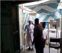 مسن بالمنيا يدلى بصوته في انتخابات مجلس الشيوخ رغم حالته الصحيةالسيئة