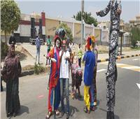 فرقة استعراضية أمام لجان التجمع الخامس