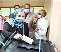 من داخل لجنتها الانتخابية... وزيرة التضامن توجه رسالة للمصريين في إنتخابات الشيوخ