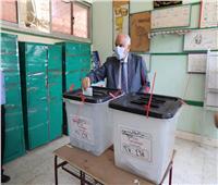 مجلس الشيوخ 2020| محافظ الجيزة يدلي بصوته في مدرسة أم الأبطال.. صور