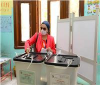 وزيرة البيئة تدلي بصوتها في انتخابات الشيوخ