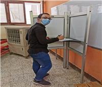 الأول على الثانوية ووالداه يدلون بأصواتهم في انتخابات الشيوخ بجرجا