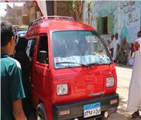 «فتاة التروسيكل» مروة العبد تنقل المواطنين للجان الانتخابات مجانا